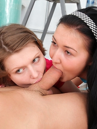 X girls next door Poli coupled with Vanessa help their neighbor into penetrate after bellowing house repair